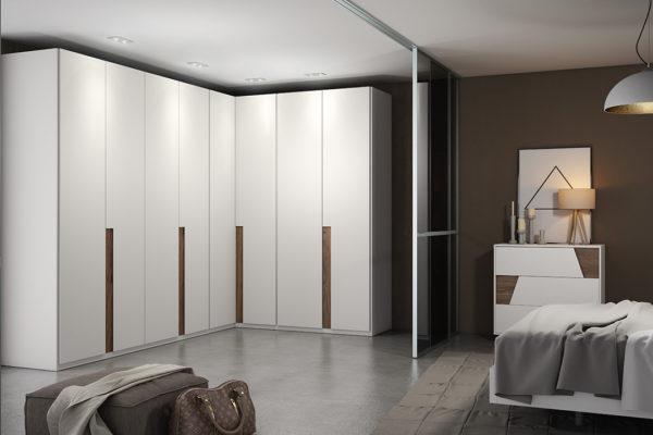 Armario rincón con puertas abatibles, lisas lacadas en blanco.
