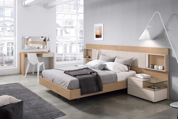 Dormitorio con cabecero Atlantis lacado almendra, mesita 2 cajones, escritorio 1 cajón, espejo y bañera en madera de roble.
