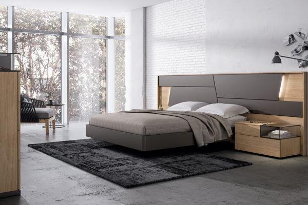 Dormitorio con cabecero Collage, luz incorporada, mesitas con detalle cristal.