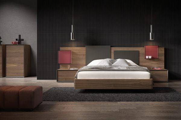 Dormitorio compuesto por cabezal largo y liso, bañera y 2 mesitas en madera de nogal.
