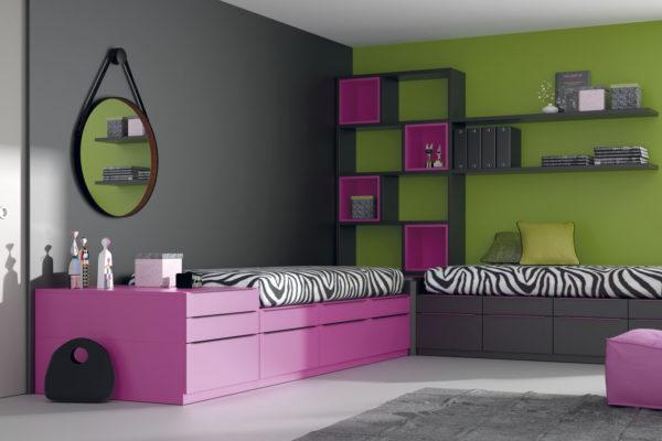 Dormitorio juvenil compusto por dos camas compactas con cajones en ele, zona de estanteria y estantes a pared.