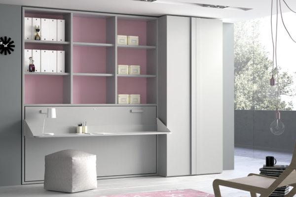 Dormitorio juvenil compuesto por cama abatible horizontal con escritorio incorporado, zona de estantería en la parte superior y armario a medida.