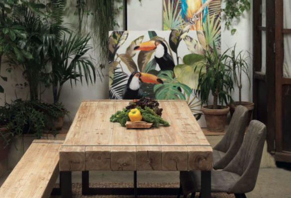 Mesa de comedor rectangular tapa de madera envejecida con banco de madera y taburete a juego.