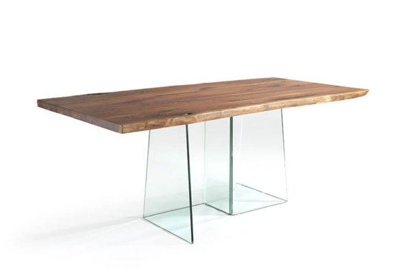 Mesa de comedor rectangular, tapa de madera envejecida. patas de cristal